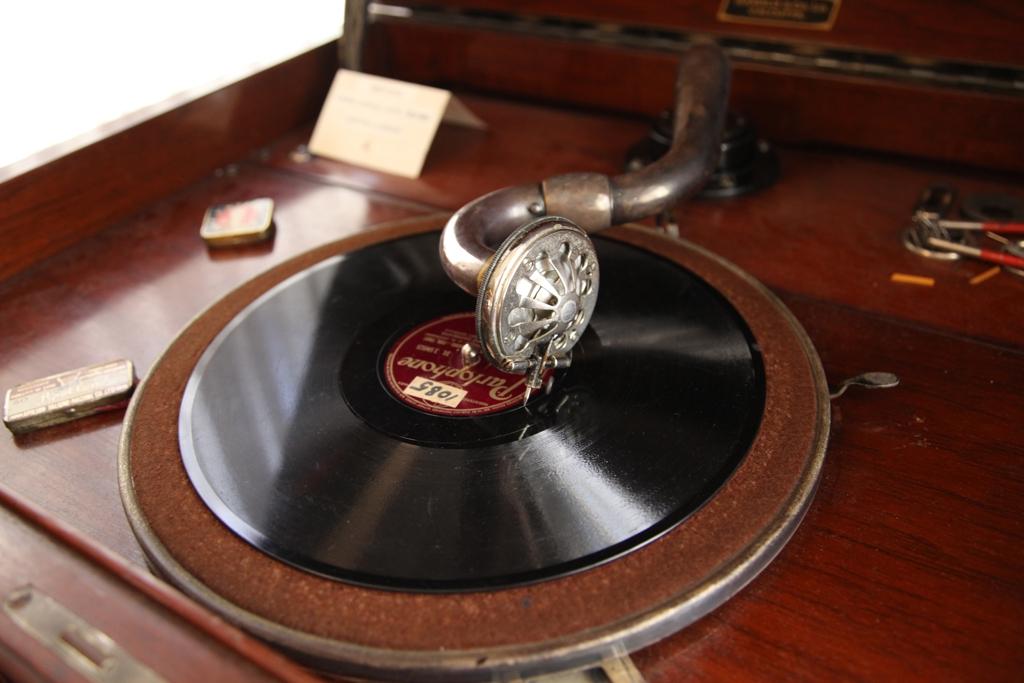 2号館2階のアンティーク蓄音機